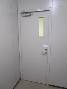 セミエアタイトドア 事務所